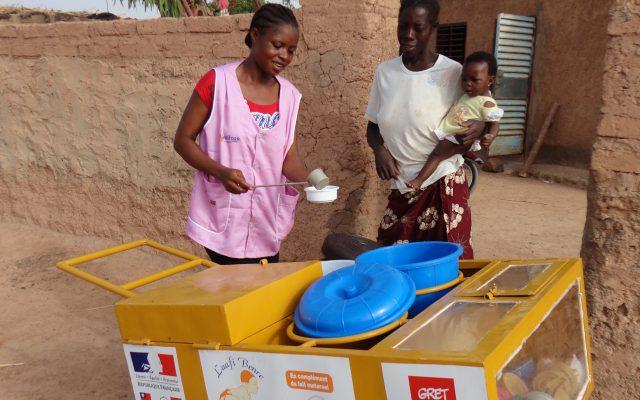 Commercialisation dans les quartiers non lotis de Ouagadougou. © Gret