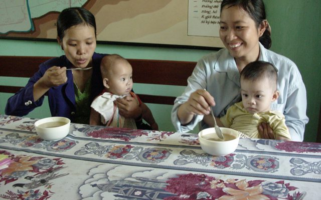 Tasting a complementary food in Vietnam ©Gret
