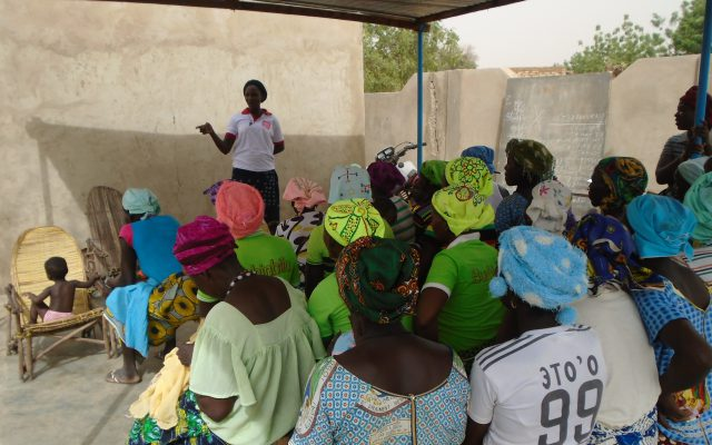 Awareness-raising in group in Burkina Faso ©Gret